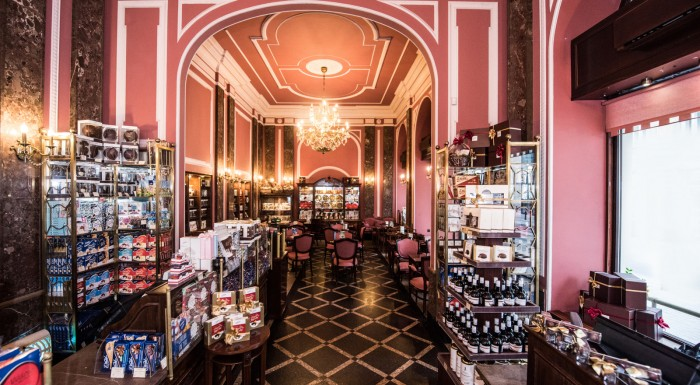 "E.WEDEL CHOCOLATE LOUNGE ""OLD-FASHIONED SHOP"
