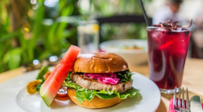 RAJ W NIEBIE - Hawaiian restaurant